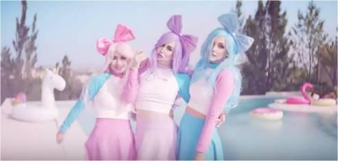 Dolly style bye bye